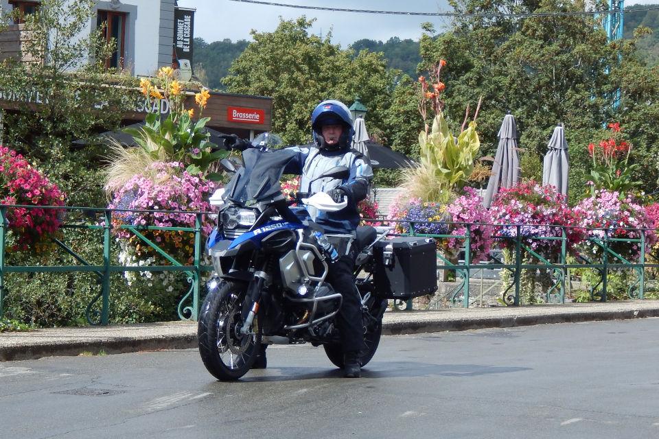 Motorrijbewijspoint Schiedam examengarantie AVB en AVD